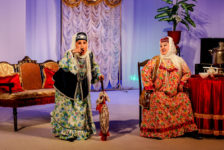 Шәһәр һәм республика көне уңаеннан, Тинчурин театры иң яхшы спектакльләренә чакыра