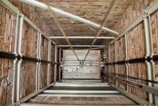 Казанда лифт өзелеп төшкән