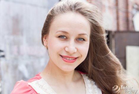 «Мәскәүдә ике меңенче актриса булганчы, Казанымда бердәнбер Сәләхова булам»