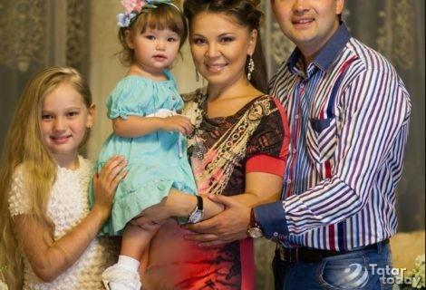 Гүзәл Уразова  балаларына пилмән ясата [видео]