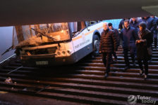 Мәскәүдә автобус җир асты кичүенә, ә Казанда мәчеткә бәреп керә [фото-видео]
