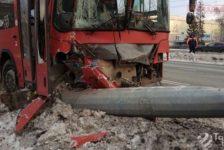 Казанда автобус баганага бәрелү нәтиҗәсендә, 12 кеше хастаханәгә озатыла [видео]