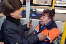 Видеода Рөстәм Миңнеханов яңа троллейбусны сыный, татар телендә кондукторның хәлен сорый