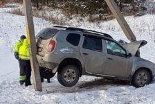 ММЧ: Татарстанда чит ил автомобиле юл читенә оча һәм ике багана арасында кысылып кала