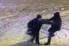 Казанда билгесез кеше пистолет белән һөҗүм итә: ир-атлар авыр хәлдә [видео]
