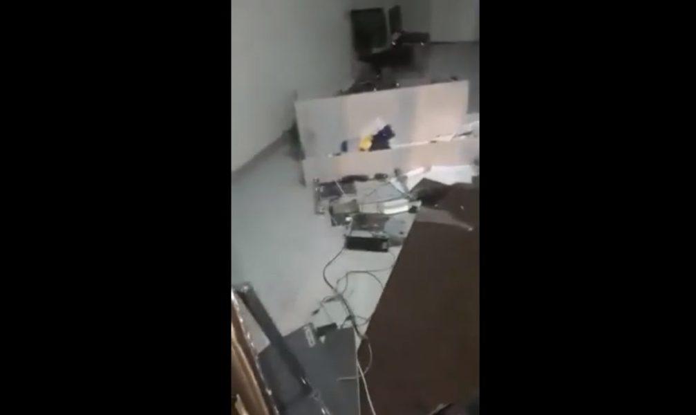 Исерек ир-ат Казан үзәгендә офис бинасын туздырган [видео ]