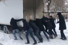 Фирдүс Тямаев концертка кадәр йөк машинасы этеп йөри [видео]
