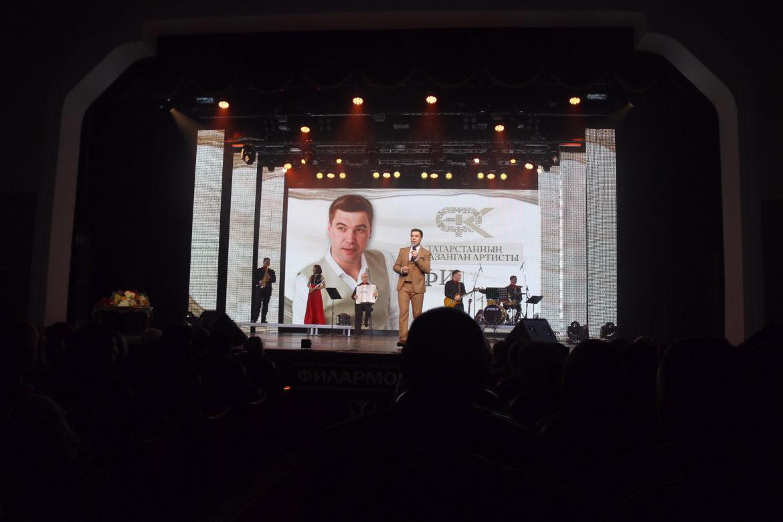 Филүс Каһиров ни өчен тараканнар турында җырлавын аңлата [концерттан фоторепортаж-видео]