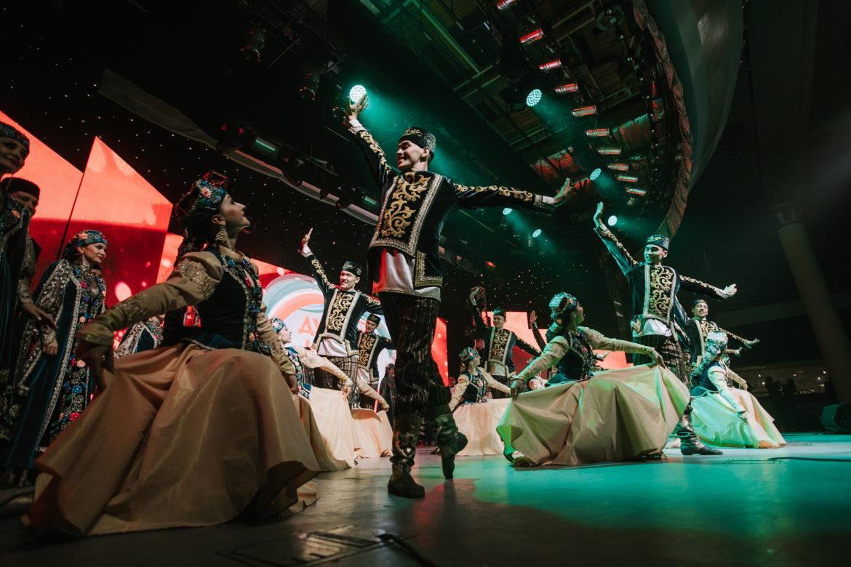 Гүзәл, Элвин, Әнвәр, Азат&Гөлсирин…200дән артык артист «Дуслык күпере»ндә [ШӘП ФОТОЛАР]