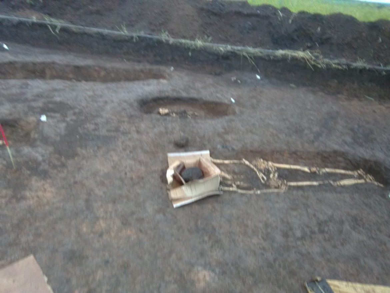 Гаҗәп хәлләр — Татарстанда кыр уртасында 3 метры кешеләр, балалар скелетлары чыга башлый [фото-видео]